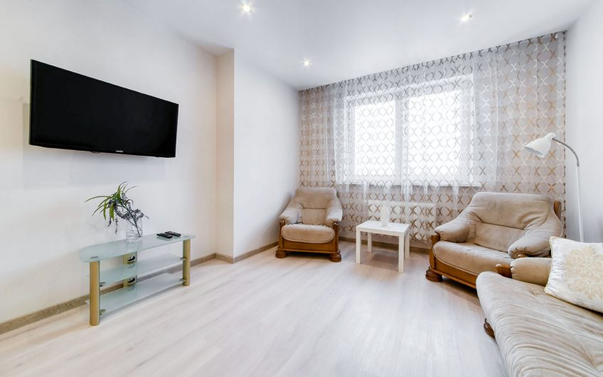 1- комнатная квартира, пр-т Дзержинского, 11